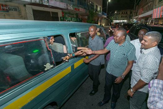 Uhuru Kenyatta Strolls The Streets Of Mombasa At Night Catching The Local Unawares! (Photos)