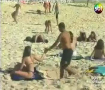 pegadinha buraco na areia