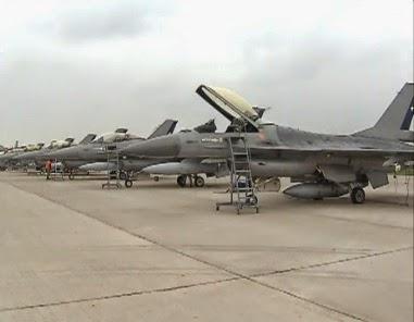 http://www.24horas.cl/nacional/mas-de-ocho-mil-efectivos-desfilaran-en-la-parada-militar-2014-1420408