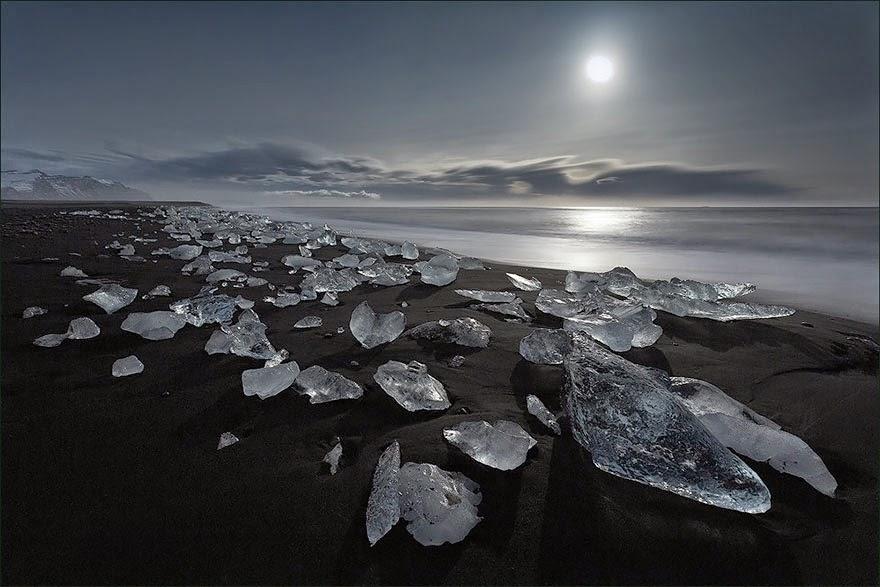 Playa negra de Jokulsarlon, en Islandia