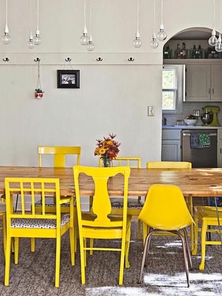 Żółte krzesła w jadalni na blogu o wnętrzach