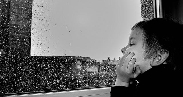 Tips Mengatasi Rasa Bosan di Kamar Kost Ketika Hujan