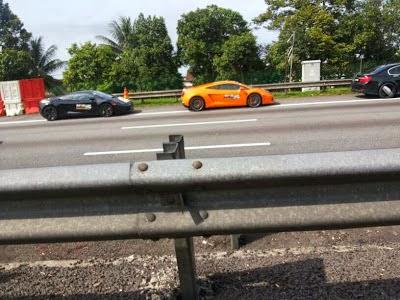 Gambar Tiga Lamborghini Terbakar Di Lebuhraya Plus