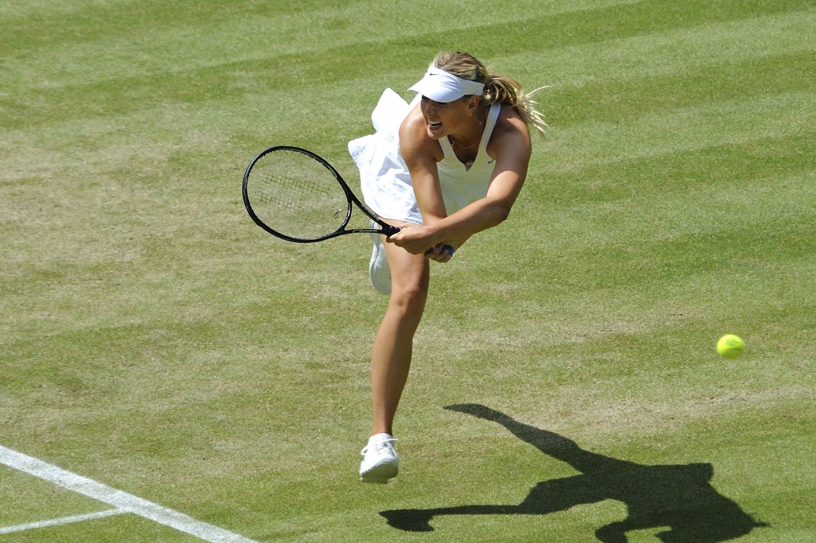 http://3.bp.blogspot.com/-_qOc9O4_KhU/UBWMUt9zPWI/AAAAAAAACsA/jmob0qGWcGM/s1600/Maria+Sharapova+Playing+Tennis+-+Great+shots+(8).jpg
