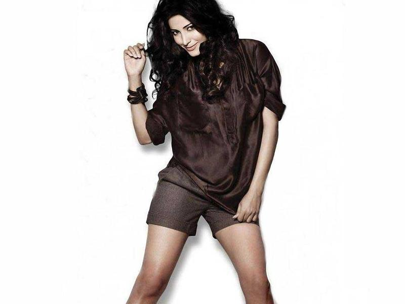 Shruti Hassan Wallpaper - Shruti Hassan Hottest Wallpapers