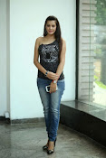 Diksha Panth Glamorous photos-thumbnail-9