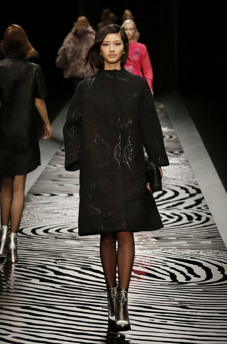 Shiatzy-Chen, Shiatzy-Chen-fall-winter-2014, Shiatzy-Chen-automne-hiver 2014, Shiatzy-Chen-ready-to-wear, Shiatzy-Chen-womenswear, dudessinauxpodiums, du-dessin-aux-podiums, fashion, mode, pfw, pfwreview, paris-fashion-week, fashion-week, fashion-week-2014, paris-fashion-week-2014, paris-fashion-week-review, evening-dresses, blog-mode, cocktail-dresses, dresses-online, plus-size-dresses, ladies-dresses, womenswear, mode-a-paris, designer-dresses, site-vetement-femme, robes-sexy, sexy-clothes, robe-guess, robe-classe