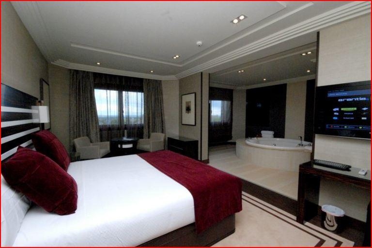 Hoteles con jacuzzi hotel los pe ascales madrid for Hoteles con habitaciones comunicadas en madrid
