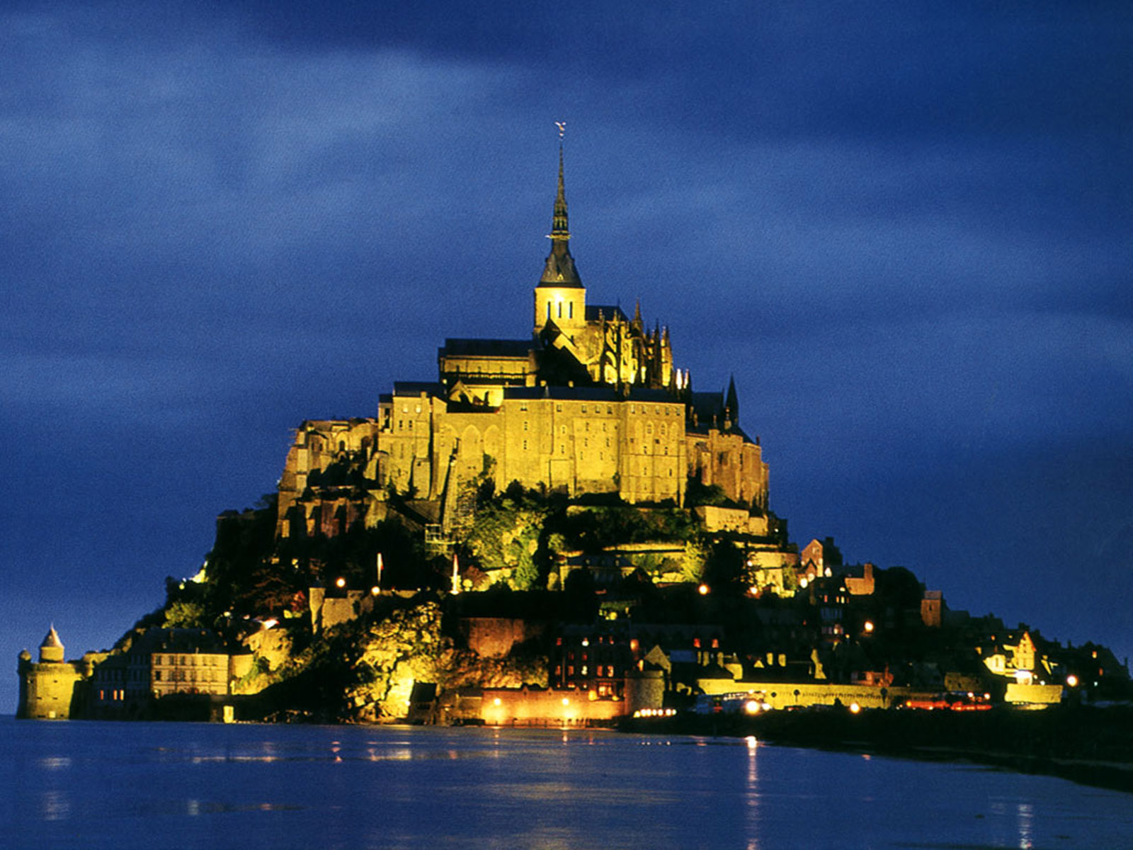 the global beauty beautiful mount saint michel in normandy france. Black Bedroom Furniture Sets. Home Design Ideas