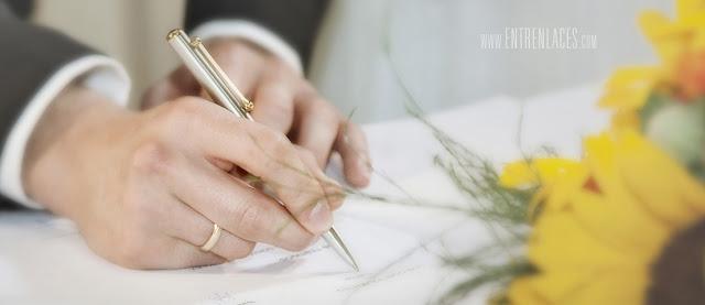 traje-de-novio-anillos-Asturias-boda-fotografo-Torazo-bodas-civiles-hoteles-restaurantes-girasoles