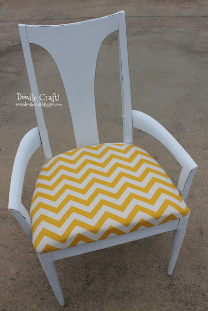 Superbe Yellow And White Chevron Chair!