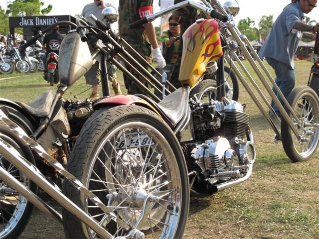 custom bikes at the pattaya burapa bike week