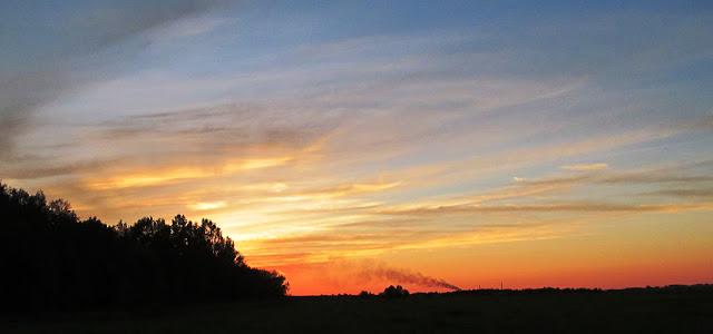 заход солнца в поле