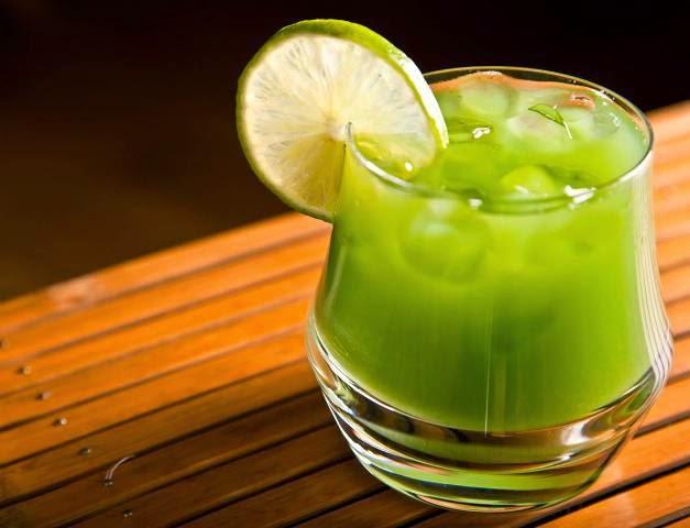 veja como fazer uma receita de suco de chá verde rápido e fácil