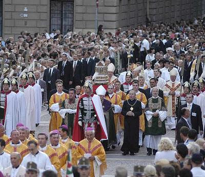 Procissão em Budapeste, capital da Hungria