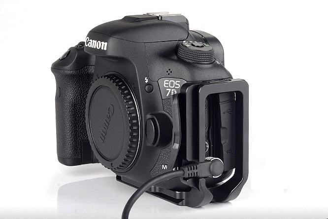 Sunwayfoto PCL-7DIIR L Bracket on Canon EOS 7D Mk II w/ remote