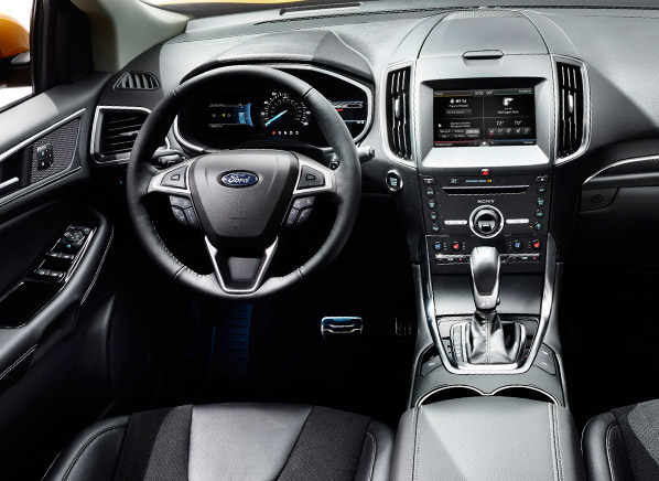 Interior view of 2015 Ford Edge