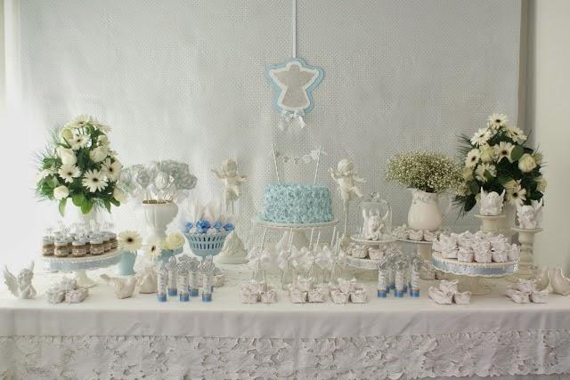 decoracao batizado branco e azul:Uma suave decoração para Batizado nos tons azul, branco e prata