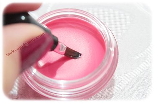 pastel fırçalı lip balm