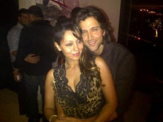 1 - Gauri Khan with Hrithik at Agneepath success bash