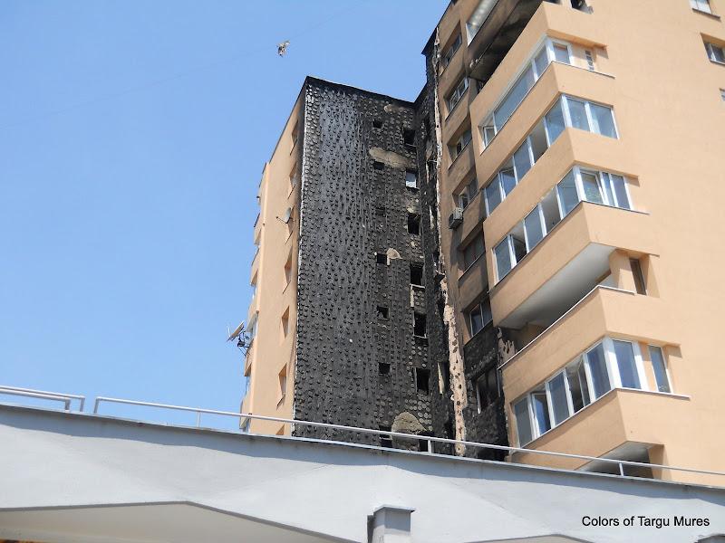 Incendiu la fatada unui bloc din apropierea magazinului Billa, cartierul Dambu Pietros.