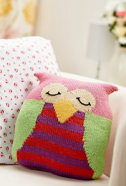knitnscribble.com: Oliver Fox cushion and other free toy patterns by Amanda Berry