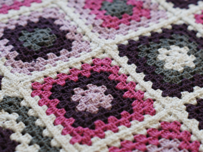 Crochet & Knitting Stitch: Granny Square Babydecke