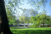 st james park. Almost all the historical places located in central London. (st james park)