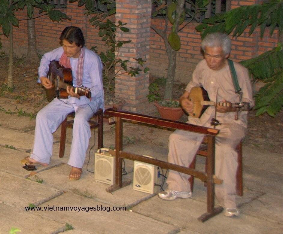 Thưởng thức nhạc đờn ta cài tử trong khu du lịch ngủ nhà dân tại Vĩnh Long - 2014