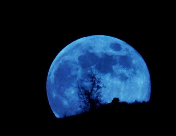 Menanti Blue Moon di Akhir Juli