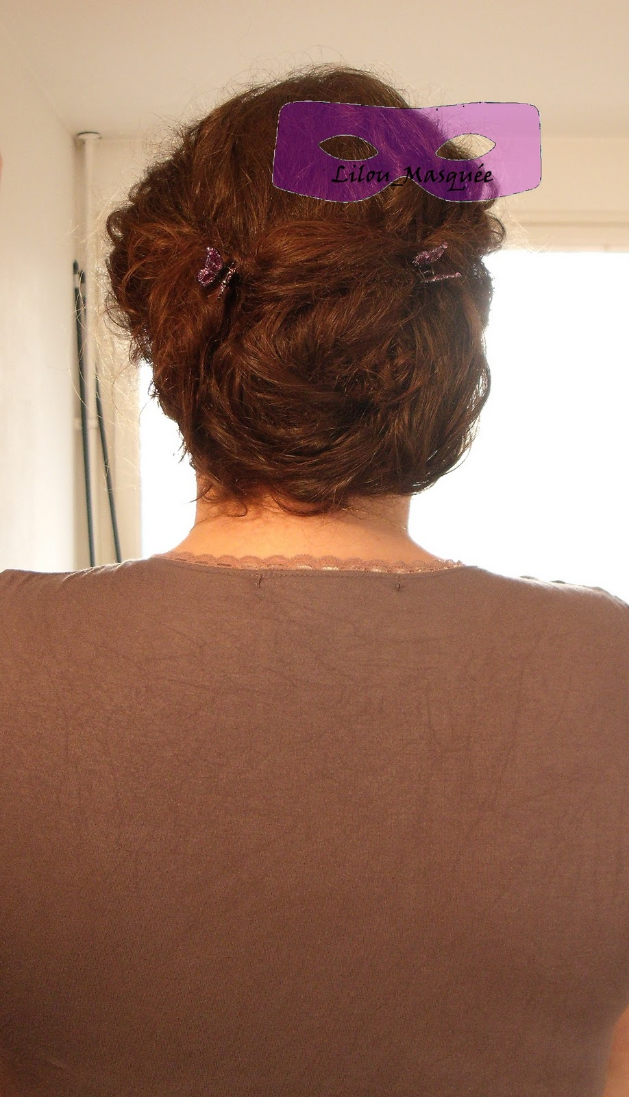 1001 coiffures tuto coiffure 2 chignons flous pour cheveux boucl s. Black Bedroom Furniture Sets. Home Design Ideas