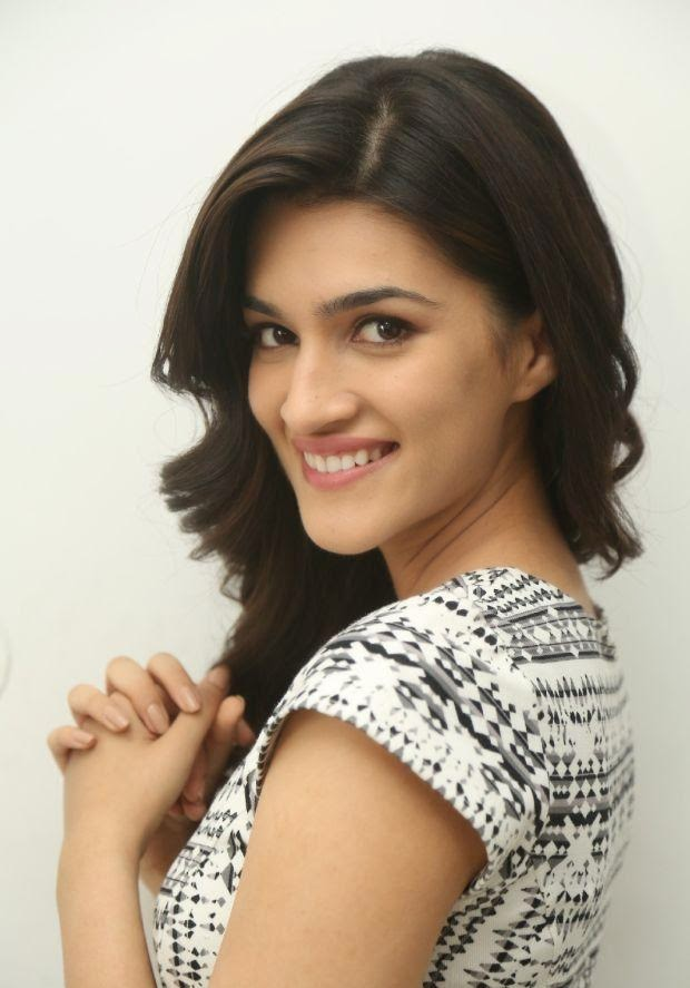 Kriti Sanon hot latest photo stills