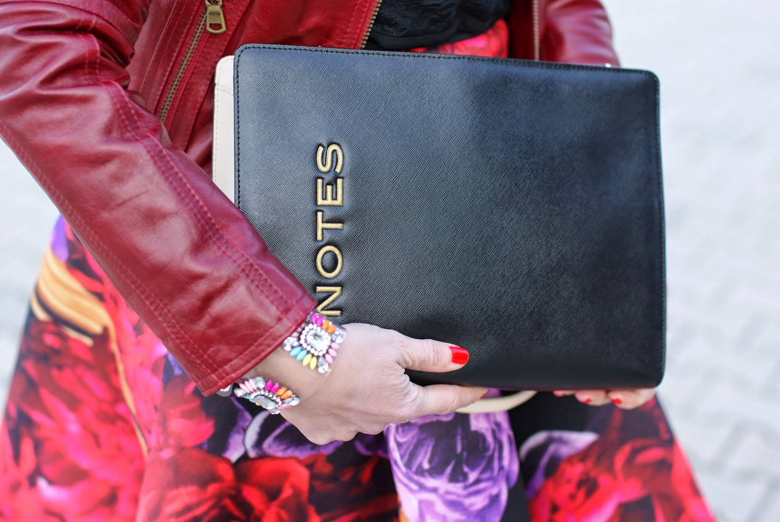 Moschino cheap & chic notes clutch, Stradivarius bracelet, Fashion and Cookies, fashion blogger