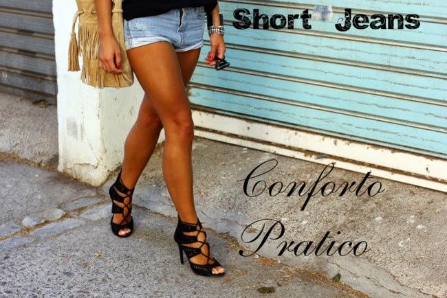 Shorts jeans é fashion
