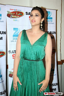 Parineeti Chopra in Evening gown to promtoe Hasee Toh Phasee on Dance India Dance Season 4