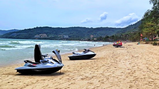 keine Sonnenschirme am Patong Beach