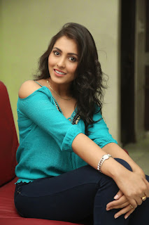 Madhu Shalini Loogs Gorgeous in a lovely Blue Top at Spandana movie press meet
