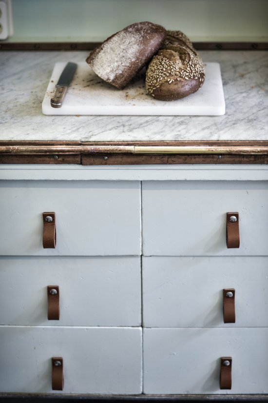 vosgesparis: GIVEAWAY | Win leather handles for your kitchen