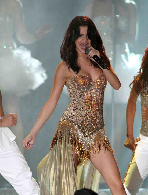 Selena Gomez Performs Live in Boca Raton