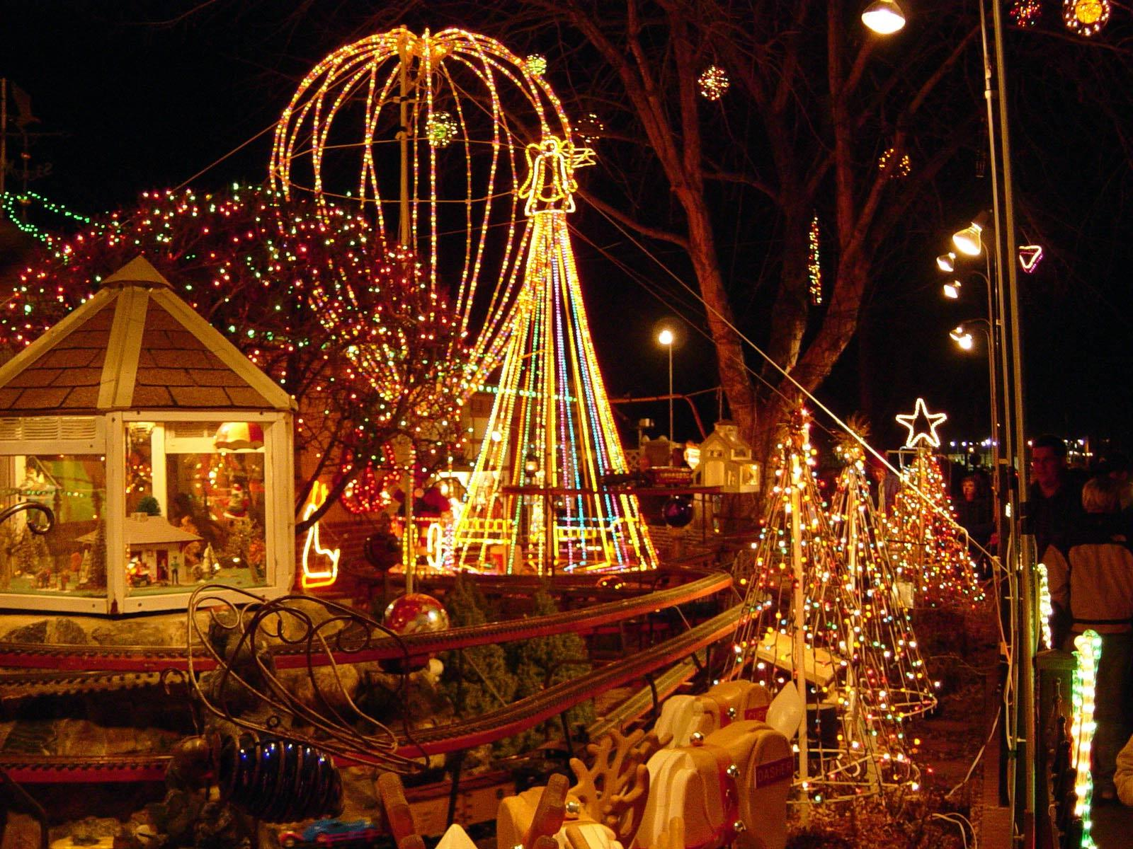 Outdoor christmas lighting decoration ideas pictures and for Outdoor xmas decorations