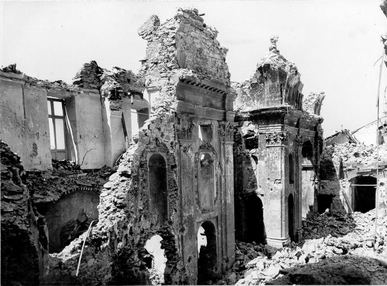 Antica foce alla foce durante la seconda guerra mondiale for Piani di palazzi contemporanei