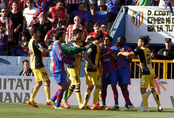 Atlético Madrid players confront Levante's Pape Diop following his celebratory dance