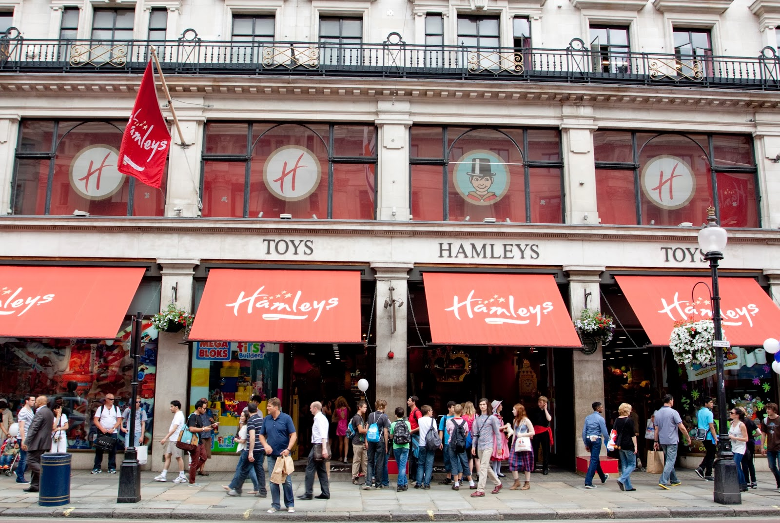 Toys From Hamleys : Lizz chloe s official world largest toystore