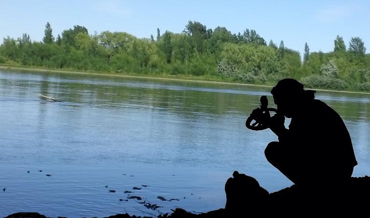 juanshi en el rio