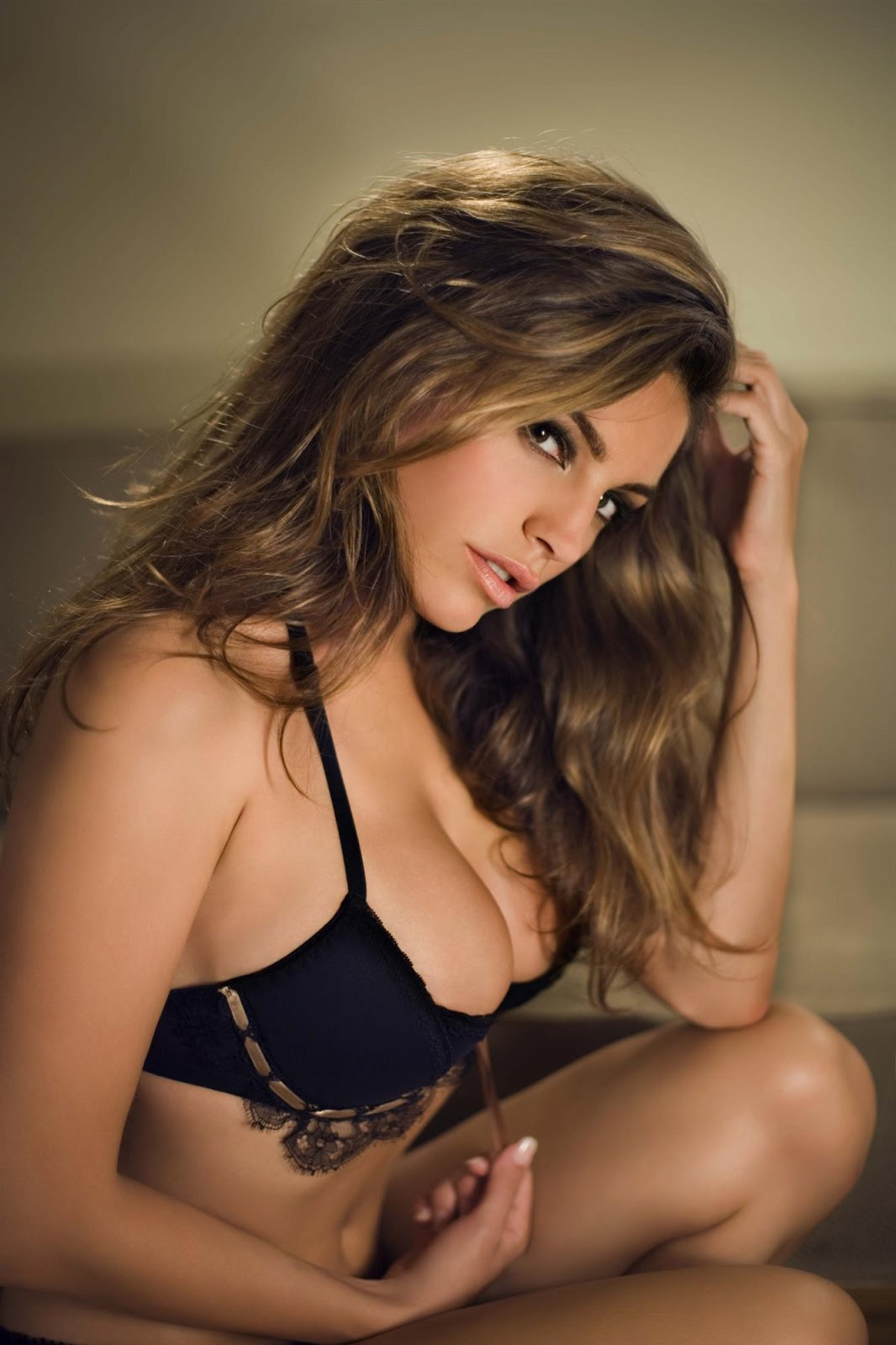 Kelly+Brook+2009+Calendar+2 18 Best Kelly Brook Photos in Swimwear