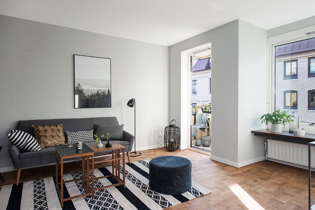 Muebles de sal n 10 salones con sofa gris for Sofas grises modernos
