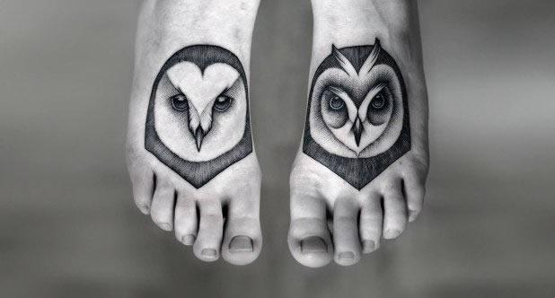 Tatuagens femininas nos pés coruja