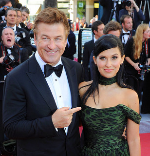 No Irish Castle Wedding Alec Baldwin Rumored To Be Eloping With Fiancee Hilaria Thomas In