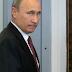 Γυναικεία εσώρουχα «φόρεσε» σε Πούτιν και Μεντβέντεφ ένας καλλιτέχνης – Κατασχέθηκε ο πίνακας