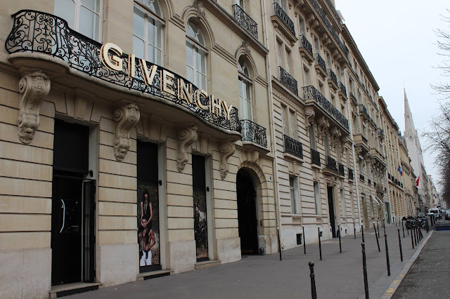 Givenchy Paris. Fashion Blog. Blogger. Fashion on Point. Mia Oliver.
